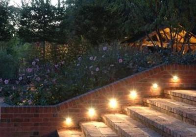 Những cách bố trí ánh sáng cho sân vườn